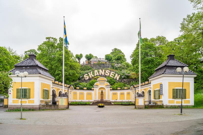 entrée-de-skansen-musée-en-plein-air-suédois-41380048